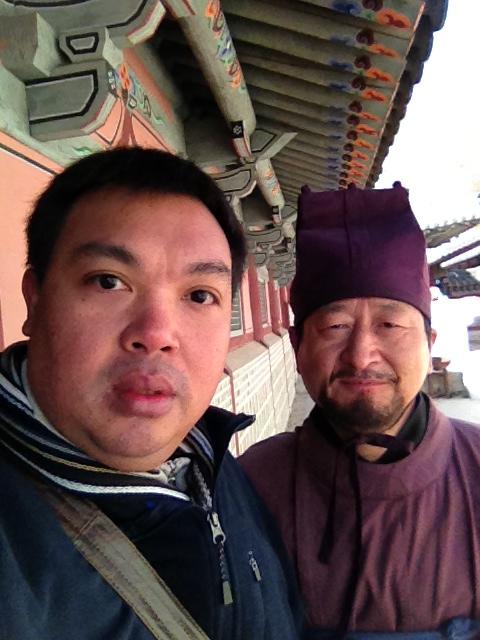 ขอถ่ายรูปคู่กับนักแสดงชาวเกาหลีครับ
