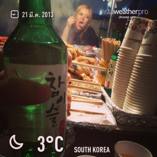นั่งดื่มโซจูตอนอากาศหนาวๆซัก3องศาแบบนี้ บอกเลยมันสุดยอดมาก เหล้าหมดเร็วไม่รู้ตัวเลย